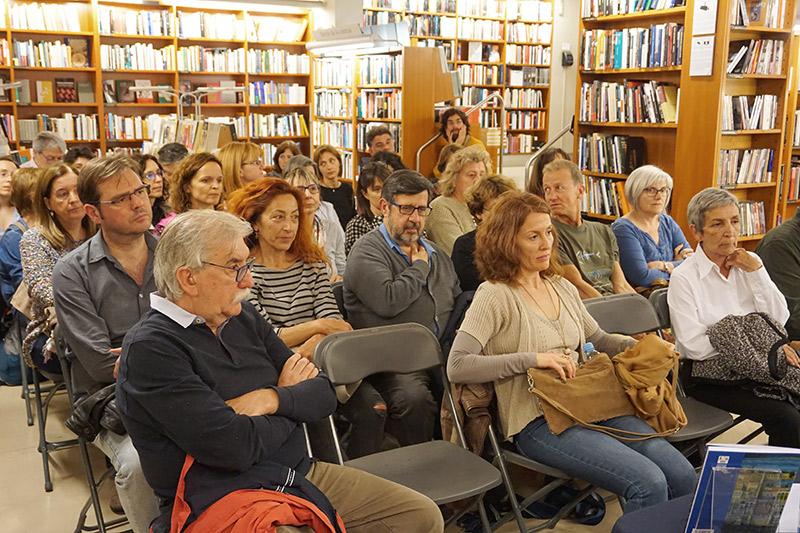 Públic a la presentació de Viatges i poemes